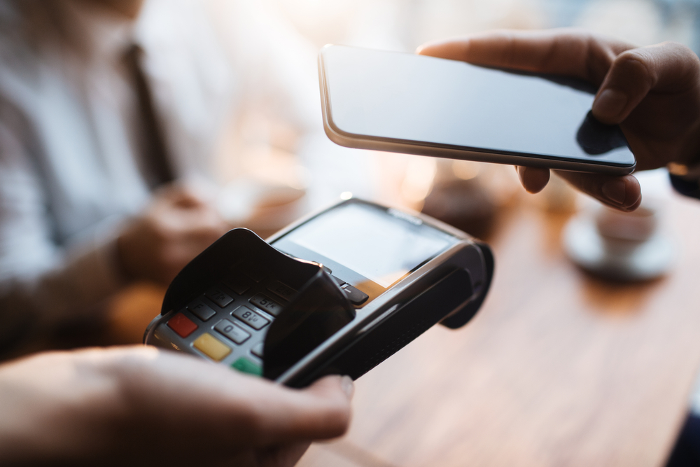 Cashless business pros and cons depend on the consumer.