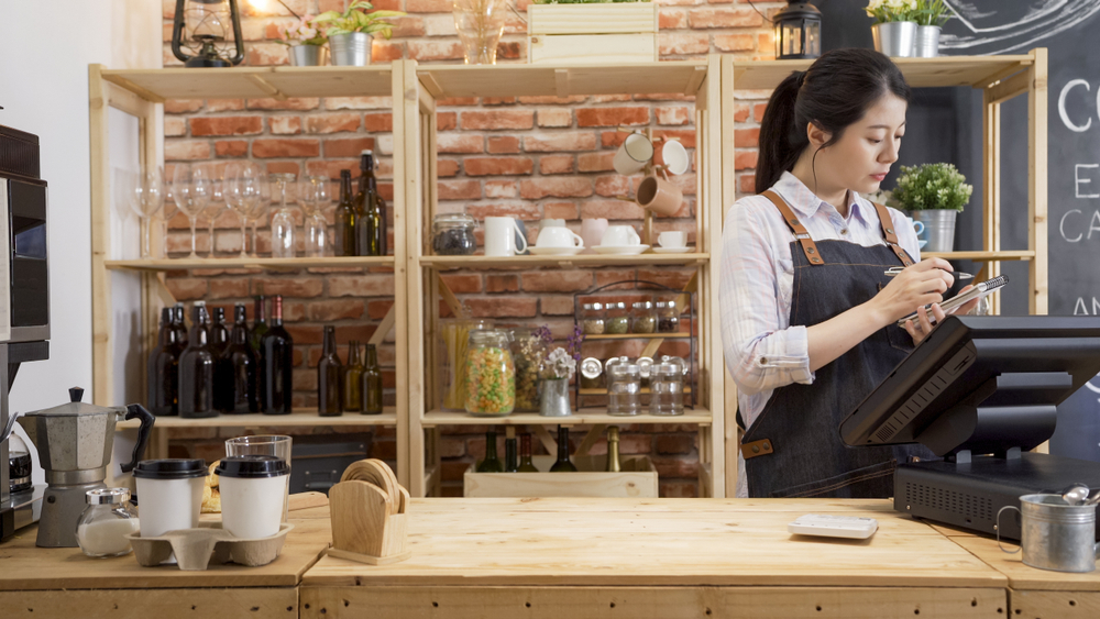 employee process payments on pc point of sale