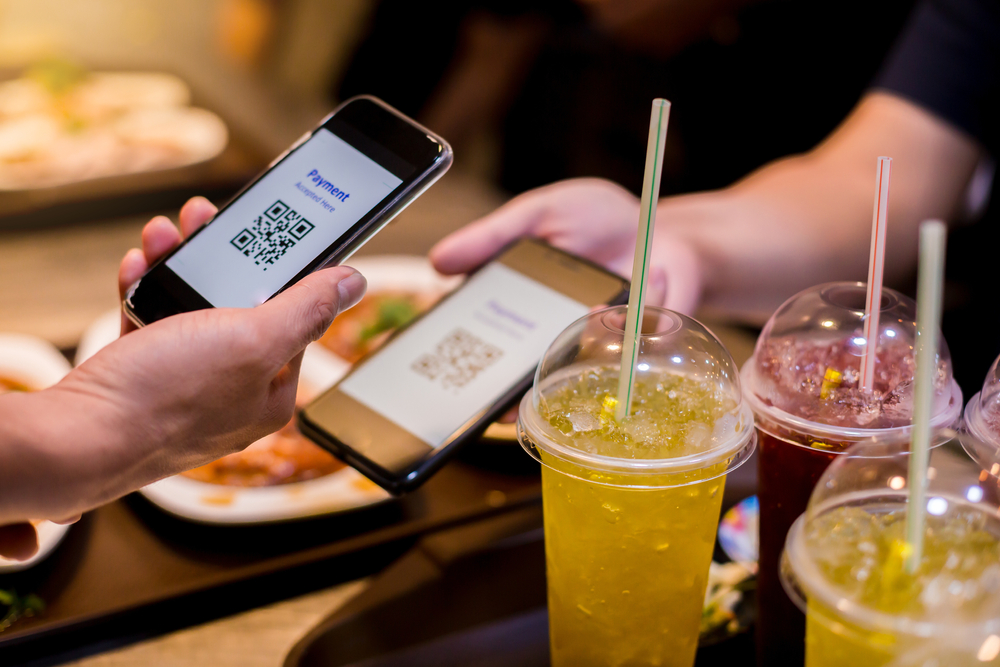 customer makes cashless payment with mobile POS