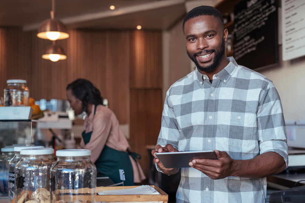 cafe employee accepts epos payments on tablet