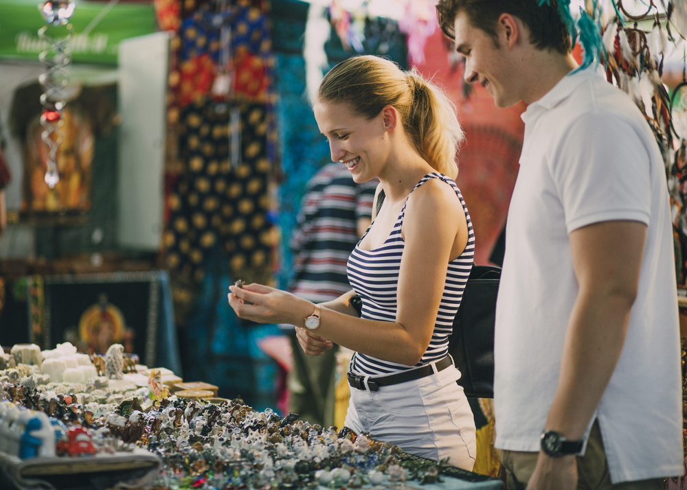 couple shops in market and pays with mPOS